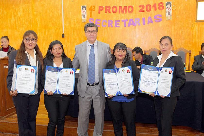 Nataly Carmiña, Silvia Rocío, Eduardo Cortez, Yovana Llanos y Ángela Murguía.