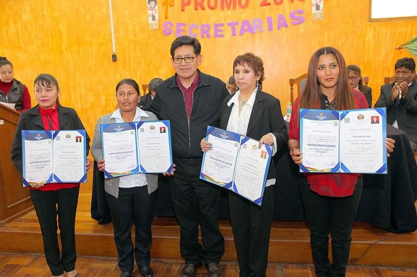 Marisol Condori, Josefa Muñoz, Edgar Pari, Margot Mejía y Katia Santivañez.