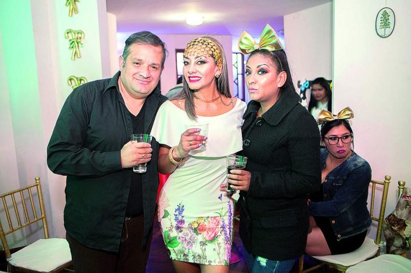 Jorge Campero, Ghilka Fajardo de Campero y Hazzely Fajardo.