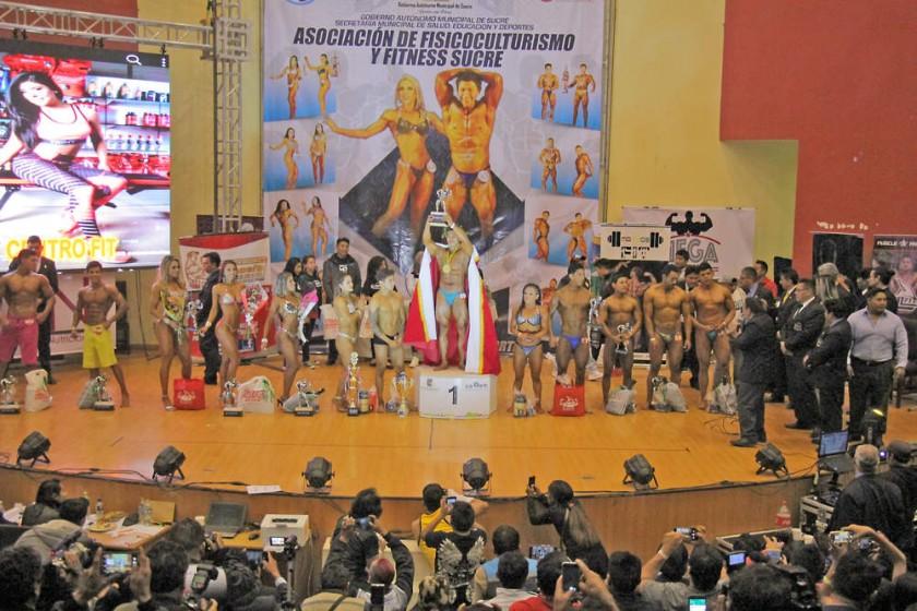 """El Nacional de Fisicoculturismo """"Miss y Míster Apertura Bolivia"""" coronó a una docena de campeones absolutos..."""