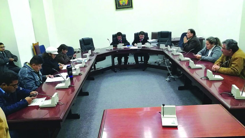 Comisión archiva juicio a ex tribunos que avalaron a Evo