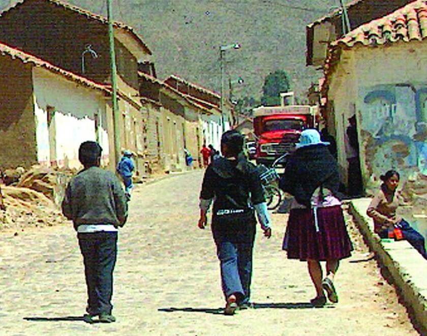 Mujer caminó 60 kilómetros con su bebé para huir de su esposo agresor