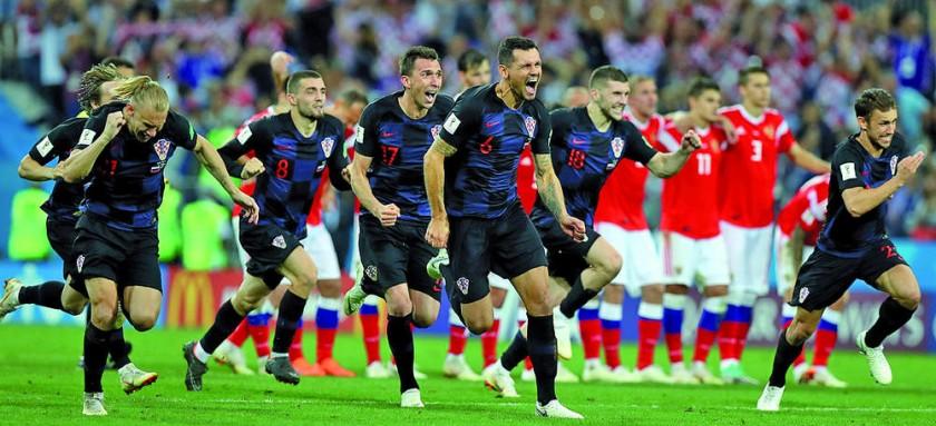 Los jugadores balcánicos salen disparados a festejar el triunfo en cuartos.