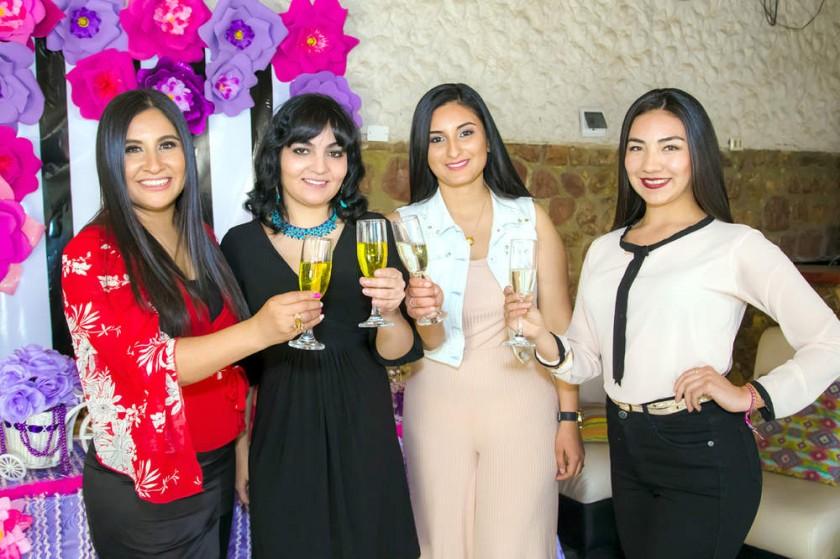 Helga Flores, Fatimah Kheder, Gabriela Gareca y Melissa Cortez.