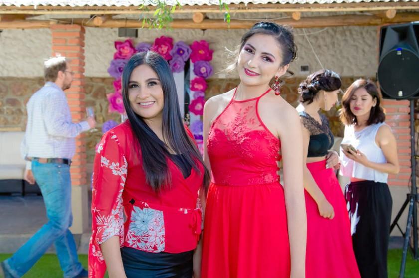 Helga Flores y Mariana Torrez.