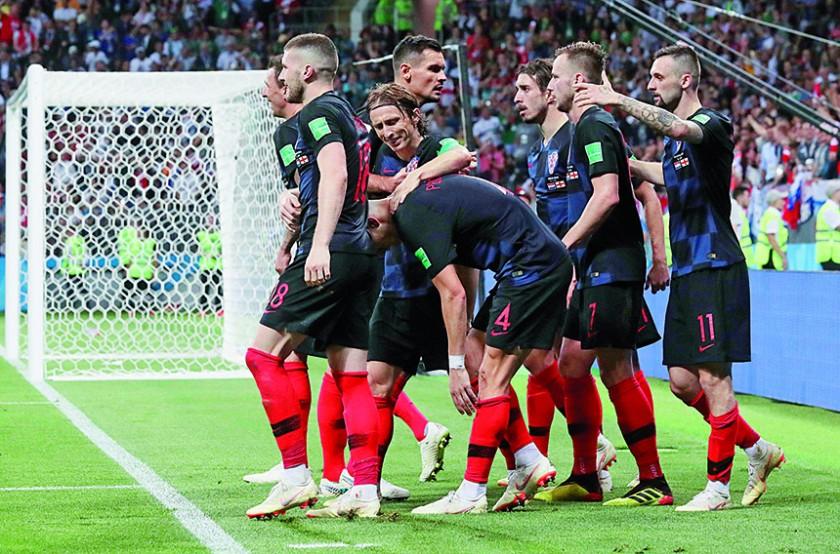 """Los """"Vatreni"""" celebran su primer gol ante los """"Tres Leones"""", el tanto permitió empatar el encuentro y a partir de ahí..."""