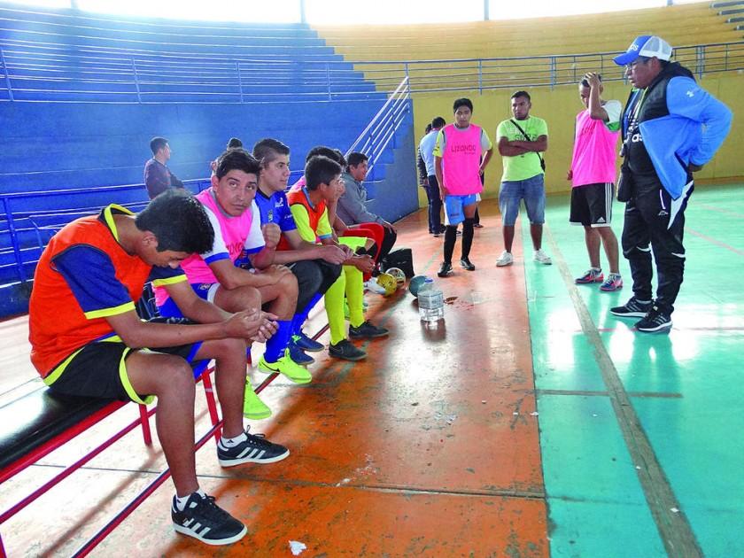Los equipos chuquisaqueños de Lizondo y Universitario jugarán esta noche, por la Liga Nacional.