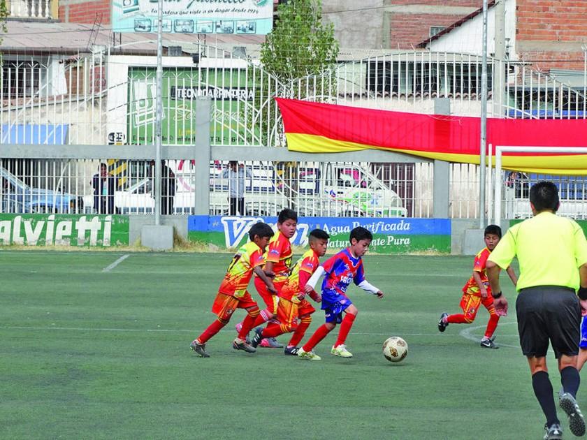 """El Campeonato Nacional """"Campanas de Libertad"""" concluyó ayer en la mini cancha auxiliar del estadio Patria luego de..."""