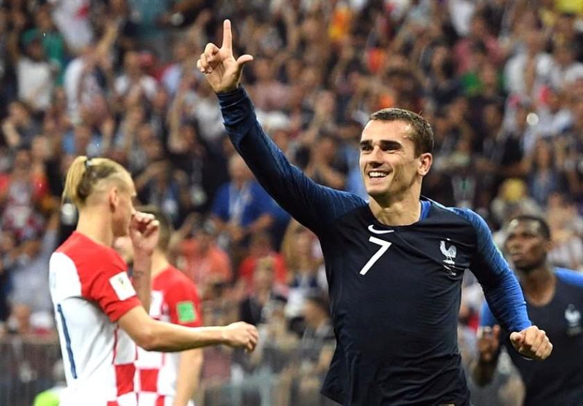 Griezmann (d) celebra el segundo gol francés. EFE