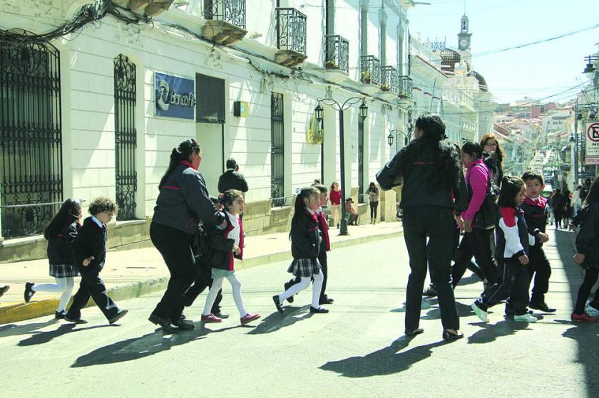 FRÍO. Los estudiantes retornan a clases hoy tras la conclusión del receso invernal.
