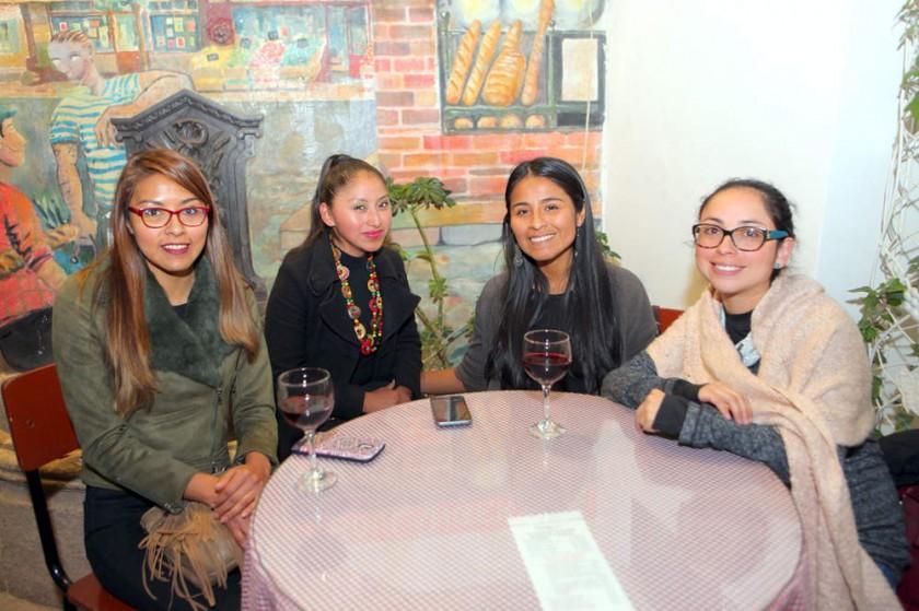 Viviana Villca, Soledad Mamani, Lizi Carrillo y Noelia Arancibia.