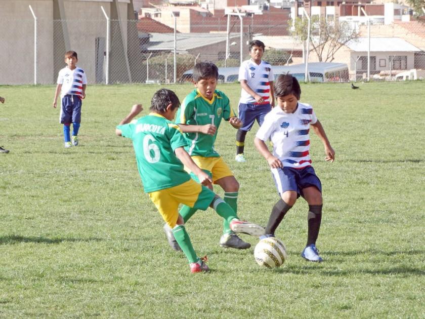 Los colegios Hernando Siles y Gabriel Landini se enfrentaron en fútbol.