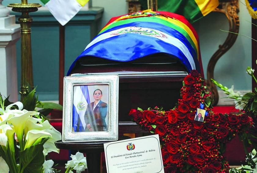 Embajadora murió tras ser rechazada en siete clínicas