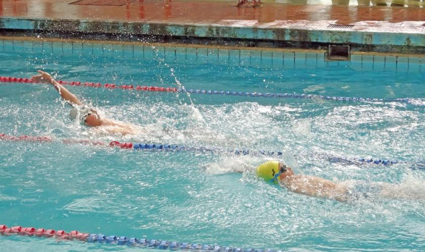 Las pruebas de natación se cumplieron en la piscina del parque Bolívar.