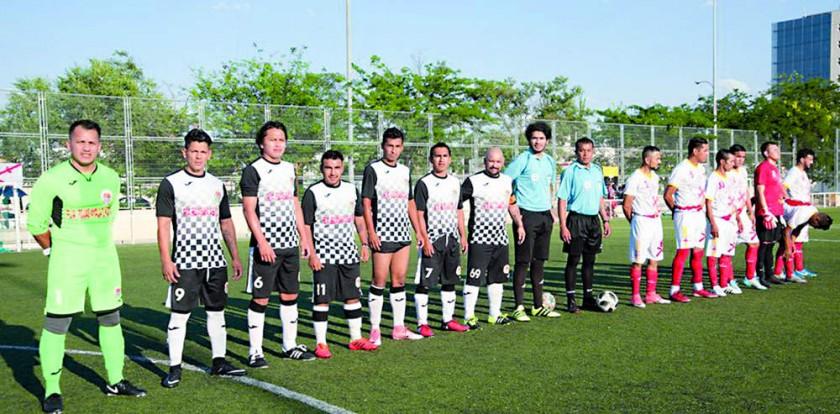 La Llajta y La Plata posando antes del partido por el título.