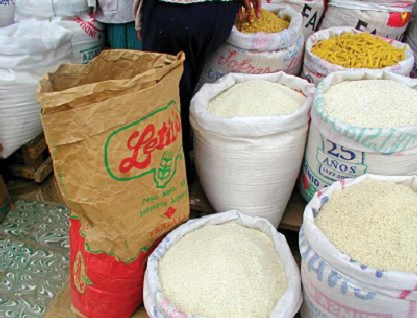 Descartan arroz plástico en Sucre y el país, pero los operativos seguirán