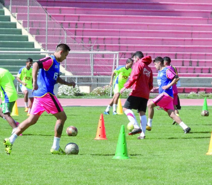 La primera jornada de trabajo se desarrolló ayer, en el óvalo central del estadio Patria.