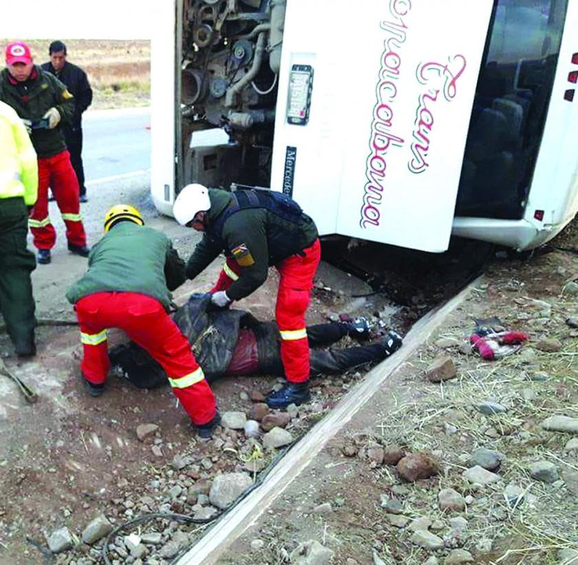 Alarma seguidilla de accidentes tras cinco muertos en ruta La Paz-Oruro
