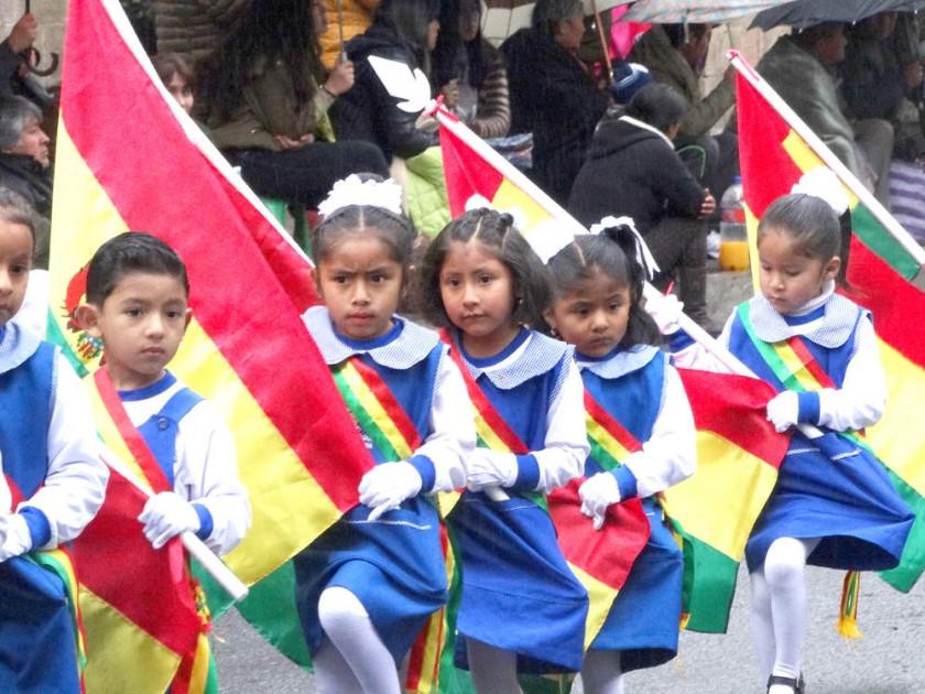 HOMENAJE. Los niños del kinder Roberto Alvarado Daza.