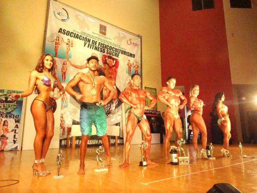 Los campeones absolutos de las categorías competidas anoche, en el salón auditorio de la Villa Bolivariana.