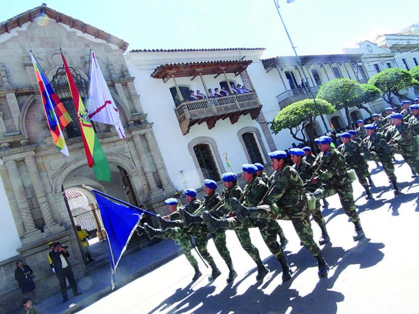 FFAA. Una de las guarniciones militares en su paso por La Casa de la Libertad.