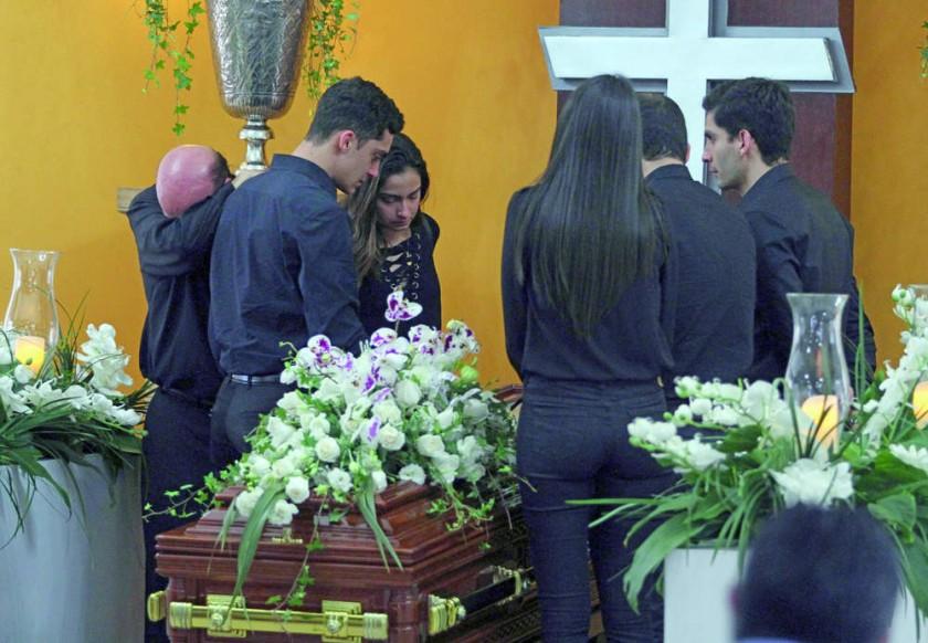 Los restos mortales del ex dirigente llegaron ayer a Santa Cruz y fueron velados por familiares y amigos.