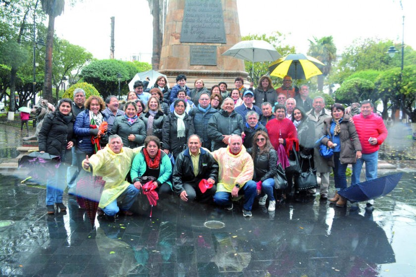 Plaza 25 de Mayo Primer Encuentro de Delegaciones de Sucre, interior y exterior del país.