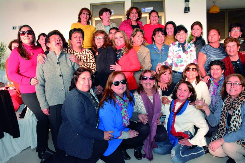 Damas  vecinas del Barrio Petrolero de las distintas delegaciones.
