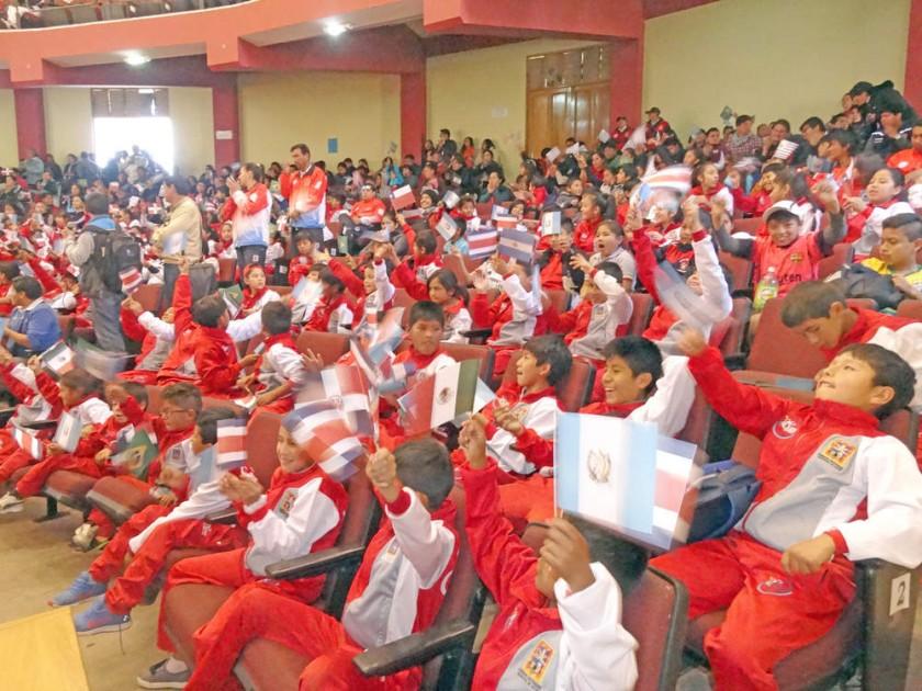 Los niños de las Escuelas Municipales asistieron a la Villa Bolivariana.