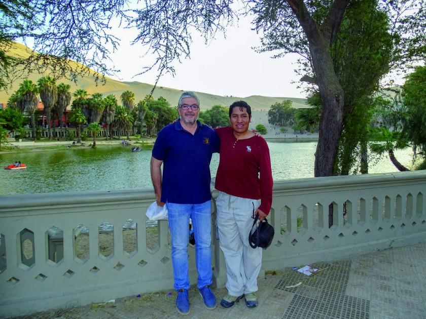 Fernando Muñiz y Omar Medina en el oasis de la Huacachina, desierto del sur peruano.