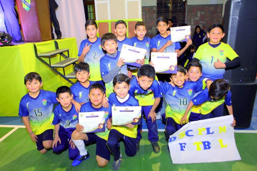 Los competidores en fútbol.