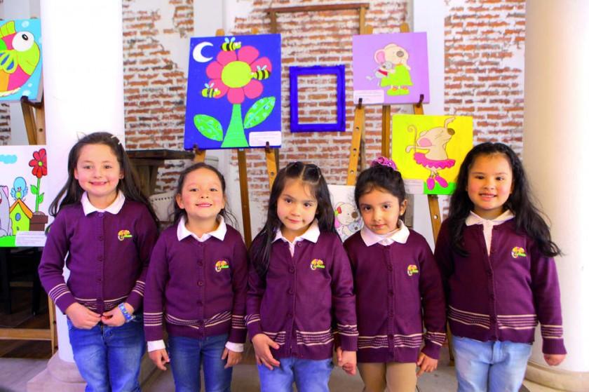 Tonka Stumvoll, Rafaela Gonzales, Diana Delgadillo, Luciana Acebo y Zoe Singh.