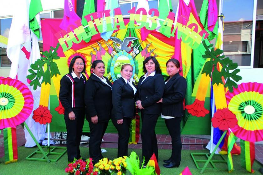Ivana Huaylla, Marlene Cuellar, Lourdes Llanos, Edna Manzano y Natividad Calderón.