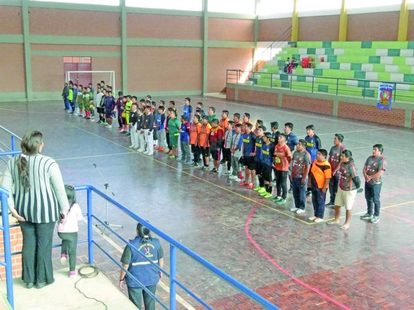 El campeonato de fútbol de salón 2018 de los radiomóviles de Sucre se inauguró el pasado jueves, en el coliseo...