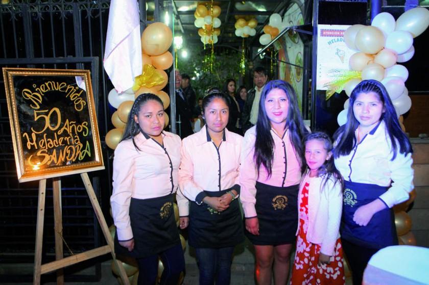 Personal: Noemí, Ximena, María, Luciana y Arminda.