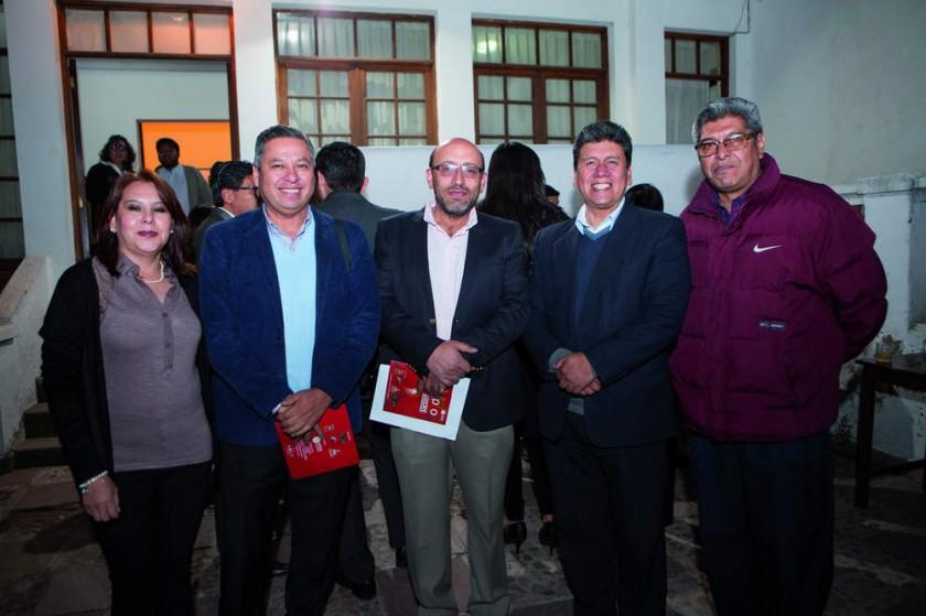 Cinthia Castillo, Gonzalo Ibañez, Marco Dipp, Iván Arciénega y Willy Martínez.
