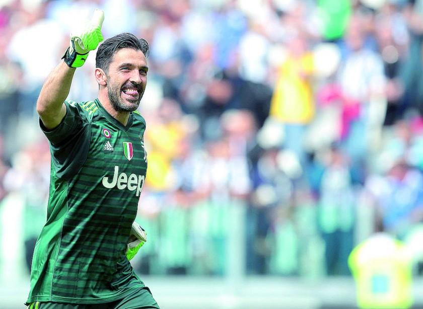 Buffon y Ginóbili, estrellas del deporte en el ocaso.