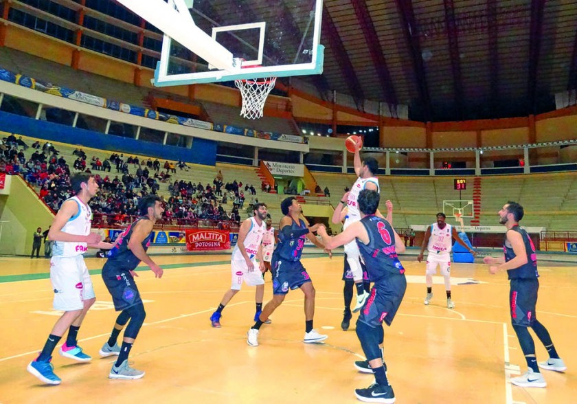 El equipo chuquisaqueño derrotó anoche a La Salle de Tarija, por los Play Off de la Liga Boliviana de Básquetbol...