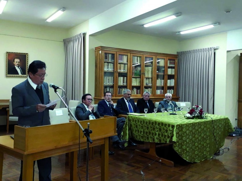Acto de homenaje por el Dr. Mario Linares Linares, que presentó una semblanza del homenajeado.