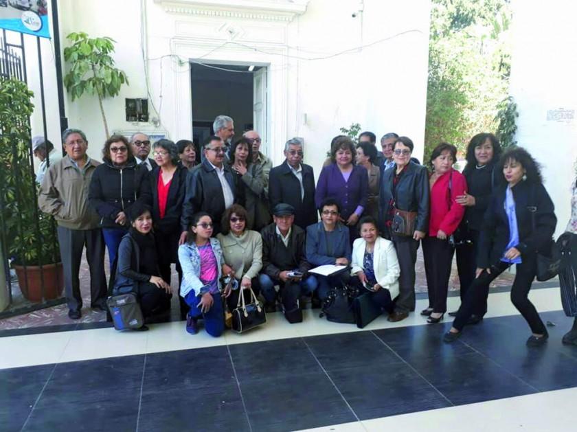 Ex docentes y ex alumnos del Prof. Luis Carranza Siles se reunieron  para rendir homenaje al maestro y filósofo...