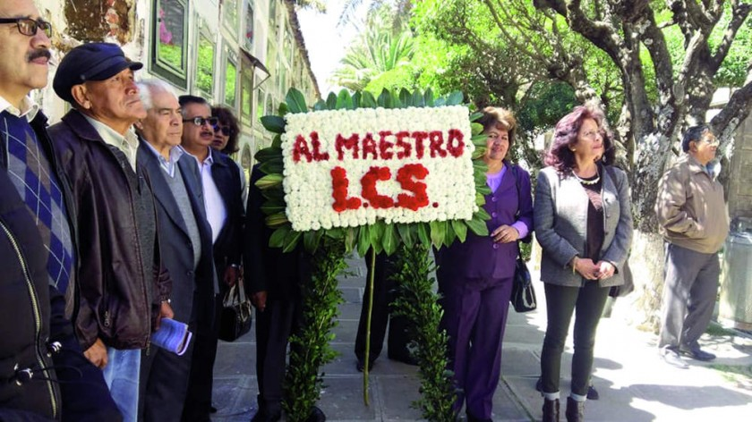 Ofrenda Floral a la tumba de Luis Carranza Siles,  en el Cementerio General