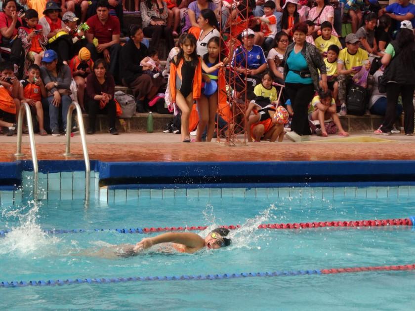 El Campeonato Nacional Infantil y Pre Infantil de Natación se desarrolla en la piscina del parque Bolívar.