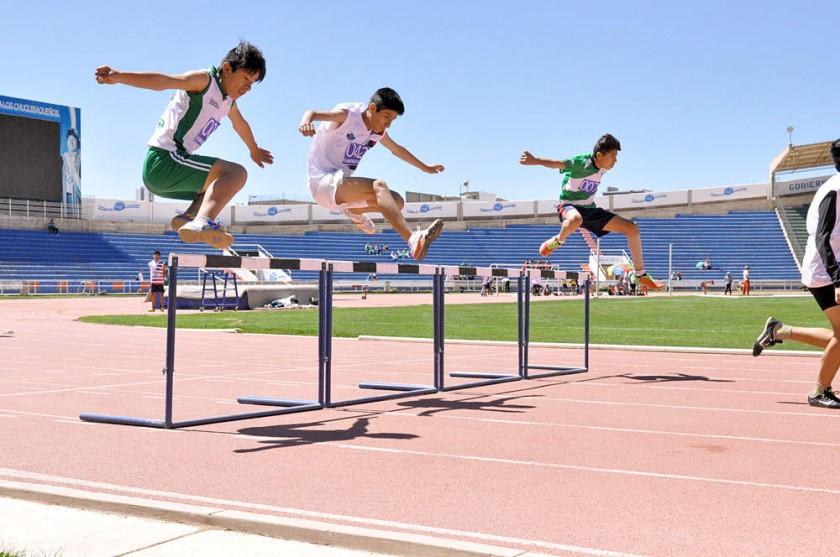 La competencia de velocidad con vallas cerró la primera jornada de atletismo de la fase departamental de los Juegos...