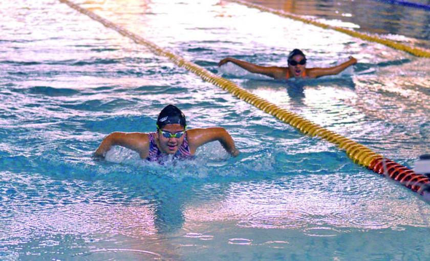 La primera jornada de natación se desarrolló en la piscina de El Rollo, hoy continuarán las competencias.