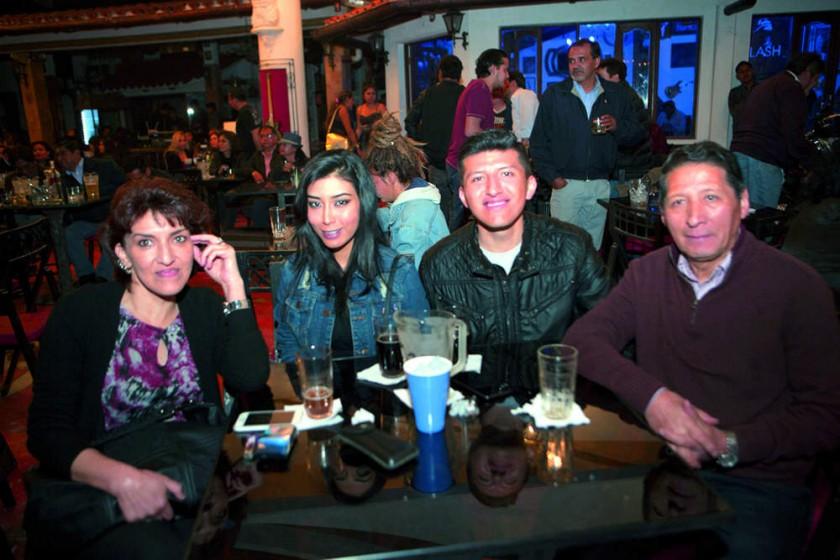 Amanda Carpio, Nicole, Mauricio y Cesar Angulo.