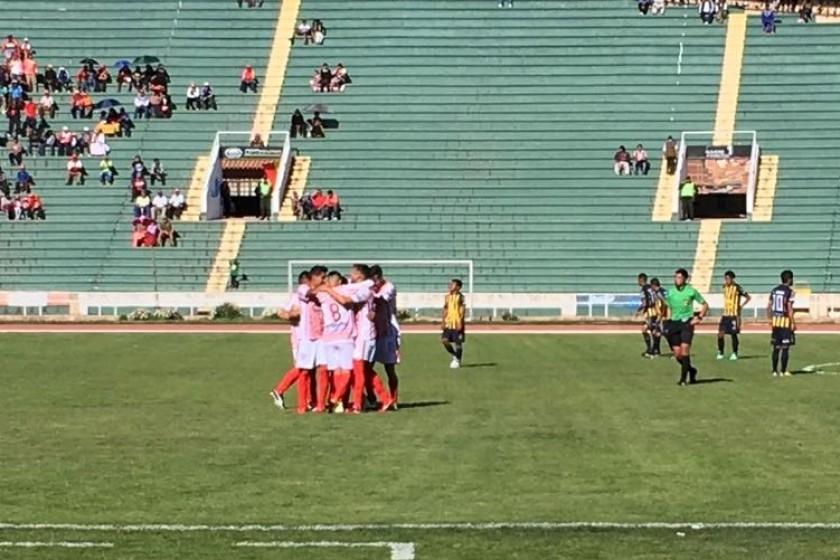 Independiente celebró seis goles, tres en el primer tiempo y tres en la segunda parte. Foto: CORREO DEL SUR