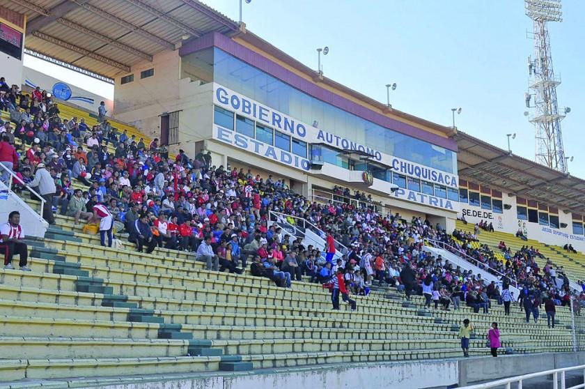 El público chuquisaqueño asistió en buena cantidad al estadio Patria.