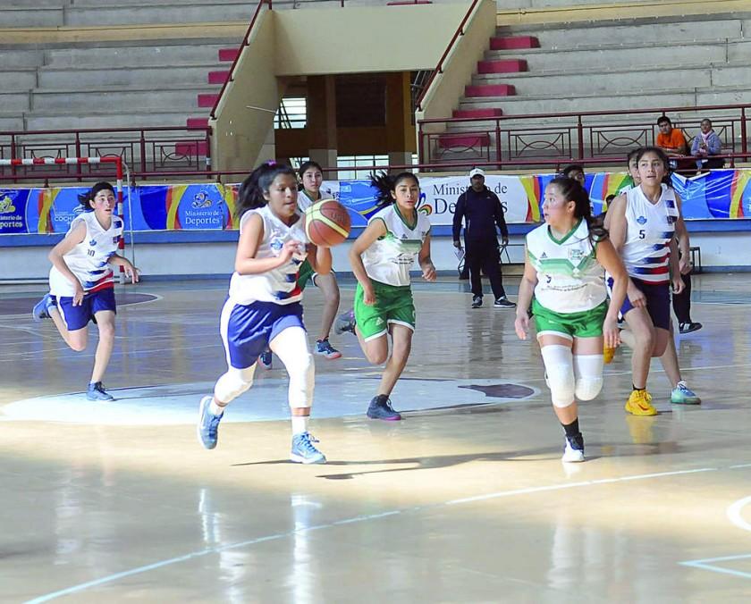 Mariscal Sucre batió a Bolivia de Camargo en básquetbol.