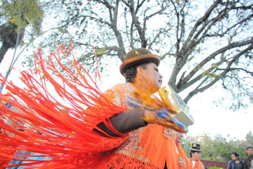 DEVOCIÓN. La morenada Unión Comercial demostró la alegría de sus bailarines en su paso rumbo a la plaza 25 de Mayo.