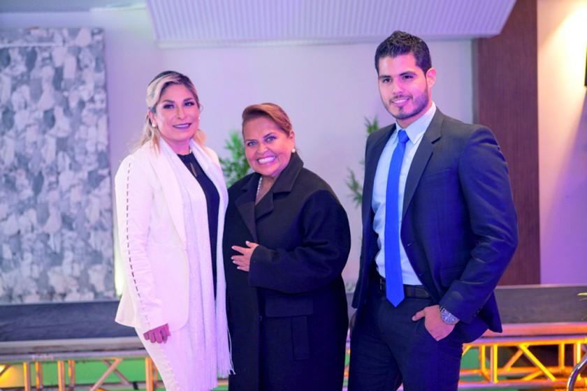 Antonieta Villarroel, Gloria Limpias y Christian Daniel Terán, Míster Bolivia 2018.